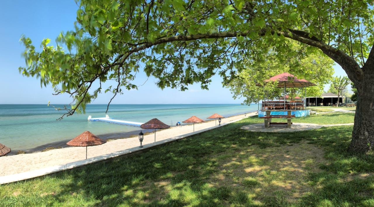 Rizom Tatil Köyü'nün plajı