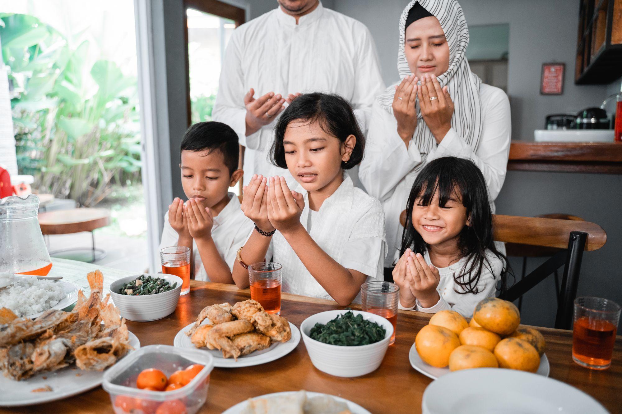 Iftar oder 'Buka Puasa' in Indonesien
