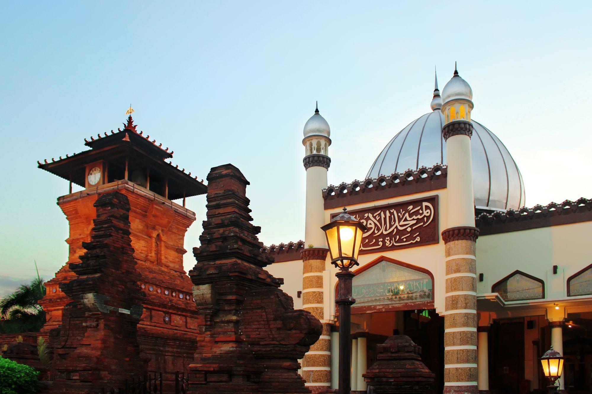 Menara Kudus Camii, Merkez Cava
