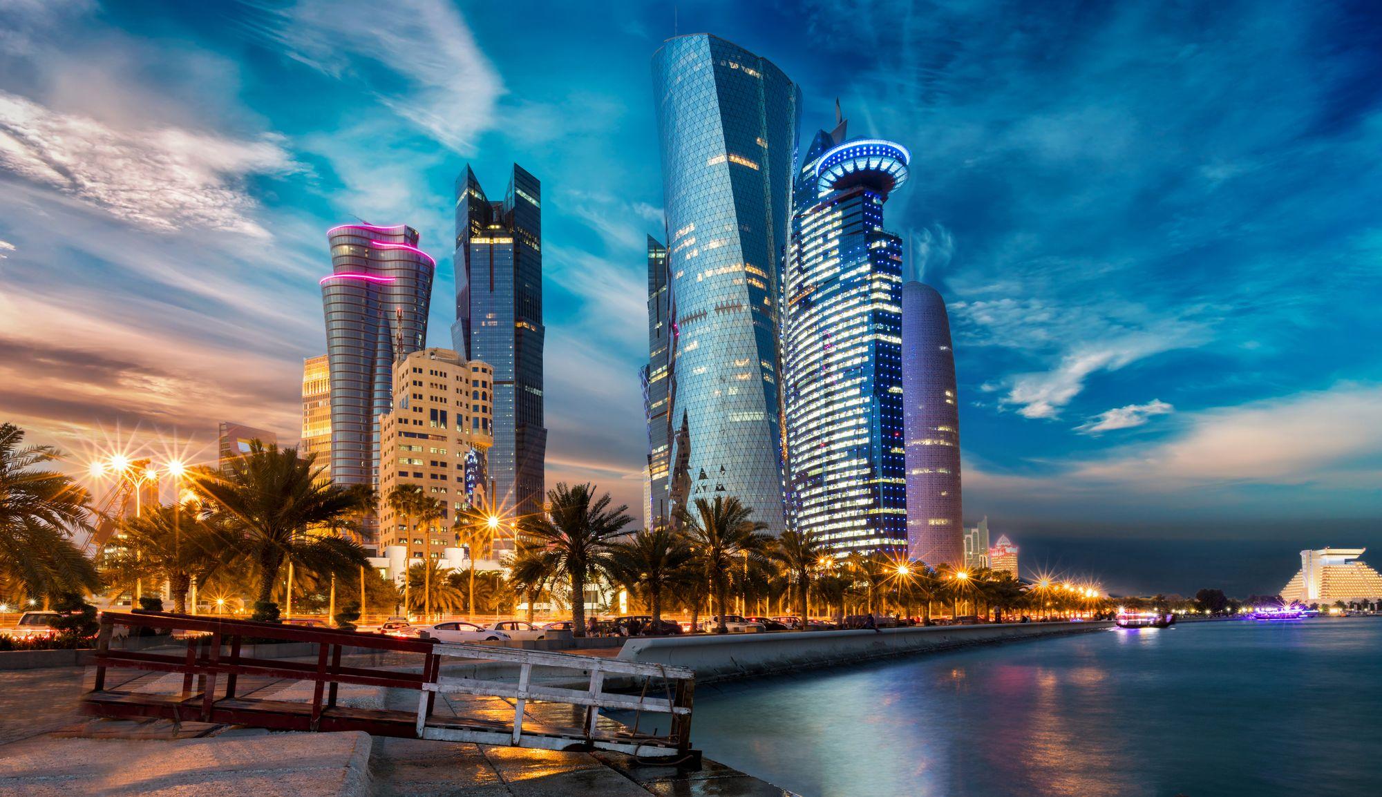La ligne d'horizon de Doha illuminée